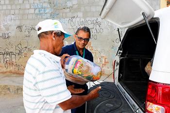 Natal Sem Fome beneficia recicladores da Serrinha